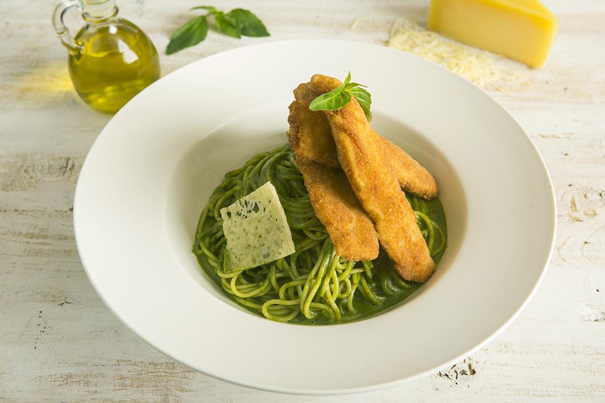 Spaghetti al Pesto con Pescado Apanado